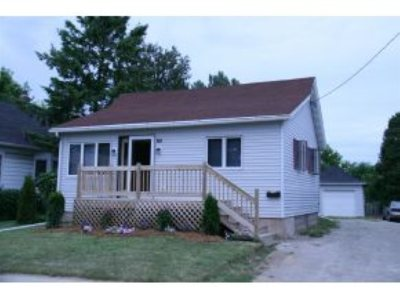 Menasha Single Family Home Active-Offer No Bump: 108 Abby