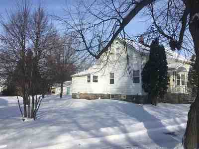Marinette Single Family Home Active-Offer No Bump: 906 Parnell