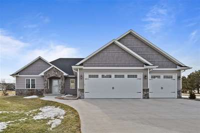 Sherwood Single Family Home Active-Offer No Bump: W5095 Natures Way