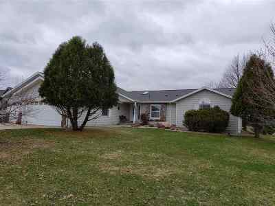 Waupaca Single Family Home Active-No Offer: 1526 Foxfire