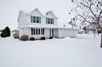 Green Bay Single Family Home Active-Offer No Bump: 821 Chapel View