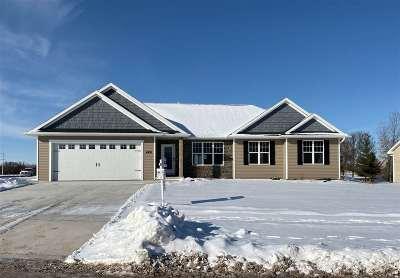 De Pere Single Family Home Active-No Offer: 4500 Stillmeadow