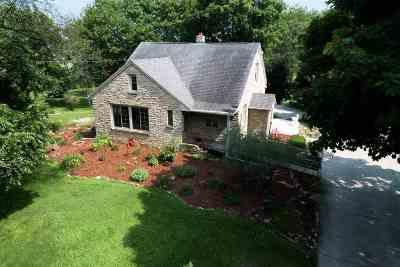 Neenah Single Family Home Active-No Offer: 1480 Oakridge