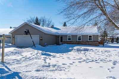 Neenah Single Family Home Active-Offer No Bump: 2272 Meadow Green