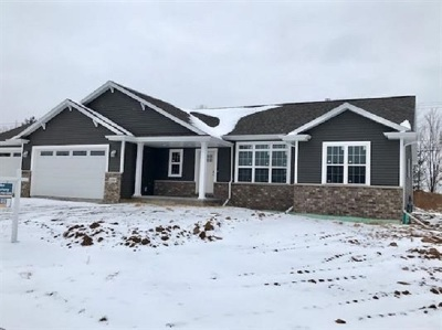 Kaukauna Single Family Home Active-Offer No Bump: 1800 Andrea Michelle