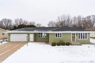 Kaukauna Single Family Home Active-No Offer: 1809 Sherry