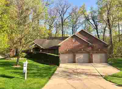 Green Bay Single Family Home Active-No Offer: 2454 Wood Oaks