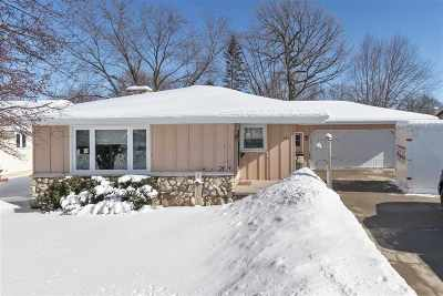 Kaukauna Single Family Home Active-No Offer: 520 Roger