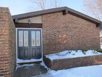 Neenah Single Family Home Active-Offer No Bump-Show: 3095 Westfield Ridge