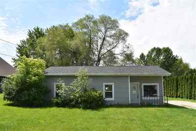 Green Bay Single Family Home Active-No Offer: 3672 Van Laanan