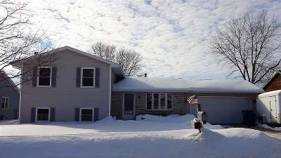 Menasha Single Family Home Active-Offer No Bump: 1248 Deerfield