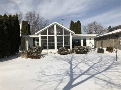 Menasha Single Family Home Active-Offer No Bump: 835 Broad