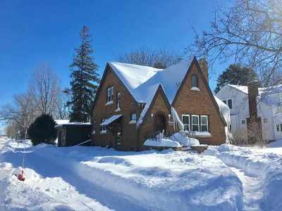 Shawano Single Family Home Active-No Offer: 202 S Sawyer