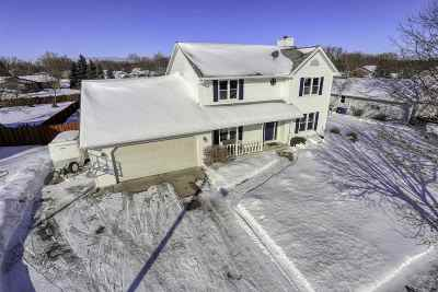 De Pere Single Family Home Active-No Offer: 1122 Countryside