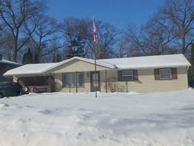 Green Bay Single Family Home Active-No Offer: 1716 Oak Leaf