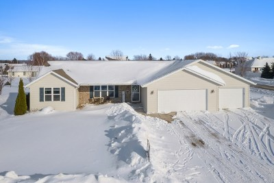 Luxemburg Single Family Home Active-Offer No Bump: 1694 Pine Tree