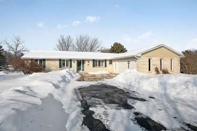 De Pere Single Family Home Active-Offer No Bump: 1593 Talus