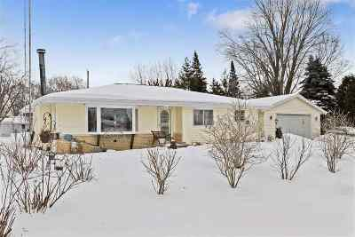 Appleton Single Family Home Active-No Offer: 1616 N Hine