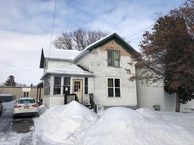 Oshkosh Single Family Home Active-No Offer: 818 Waugoo