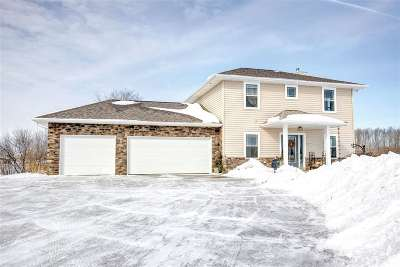 De Pere Single Family Home Active-No Offer: 2638 Williams Grant