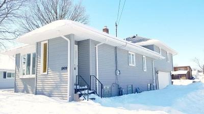 Oshkosh Single Family Home Active-Offer No Bump: 1909 Knapp