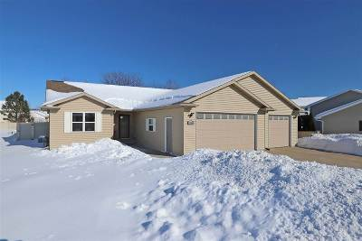 Menasha Single Family Home Active-Offer No Bump: 2080 Sweetbriar