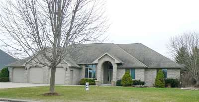 De Pere Single Family Home Active-No Offer: 1922 Old Valley