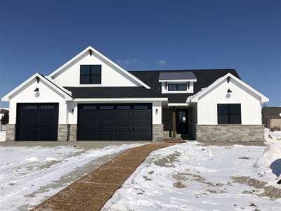 Green Bay Single Family Home Active-No Offer: 2650 Moose Creek
