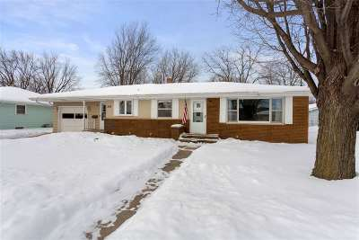 Kaukauna WI Single Family Home Active-Offer No Bump: $140,000