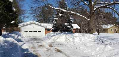 Waupaca Single Family Home Active-Offer No Bump: 122 Shadow Lake