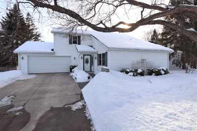 De Pere Single Family Home Active-Offer No Bump: 614 Widgeon