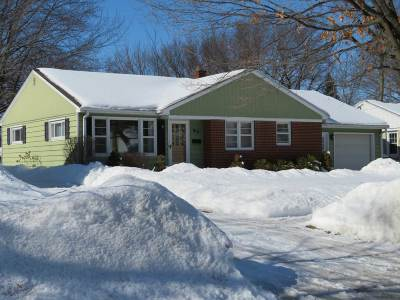 De Pere Single Family Home Active-No Offer: 815 N Clay