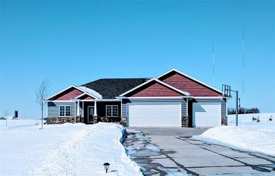 Kaukauna WI Single Family Home Active-No Offer: $369,900