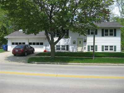 De Pere Multi Family Home Active-Offer No Bump: 1421 Ridgeway