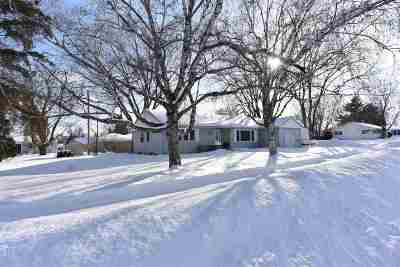 Appleton Single Family Home Active-No Offer: 825 W Marquette