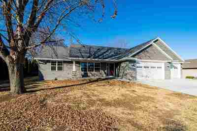 Winneconne Single Family Home Active-No Offer: 220 N 10th