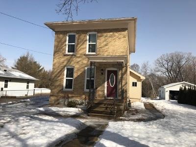 Oshkosh Single Family Home Active-No Offer: 842 W 4th