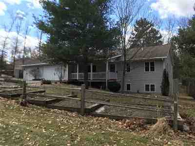 Shawano Single Family Home Active-No Offer: N7265 Cozy Oaks