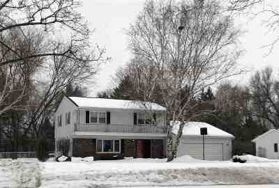 Green Bay Single Family Home Active-No Offer: 561 Roselawn