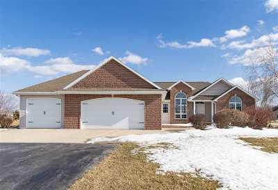 De Pere Single Family Home Active-No Offer: 2553 Skyline Oaks