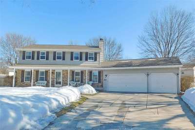Green Bay Single Family Home Active-No Offer: 2972 W Milky Way