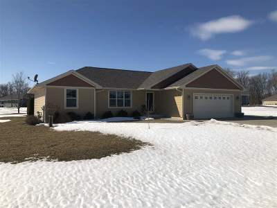 Little Suamico Single Family Home Active-Offer No Bump: 939 Aubrey