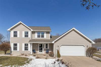 De Pere Single Family Home Active-No Offer: 1110 Countryside