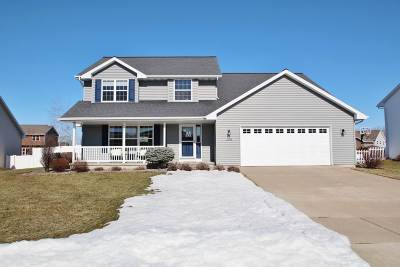 De Pere Single Family Home Active-No Offer: 2088 W Higgins Hill
