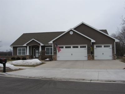 Neenah Single Family Home Active-Offer No Bump: 1363 Nature Trail