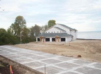 Condo/Townhouse Active-No Offer: 2606 Lake