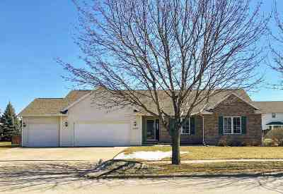 De Pere Single Family Home Active-No Offer: 1127 Swan