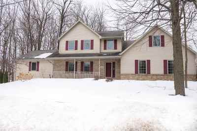 Green Bay Single Family Home Active-No Offer: 2633 Belle Plane