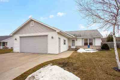 Kaukauna Single Family Home Active-Offer No Bump: 1421 Wildenberg