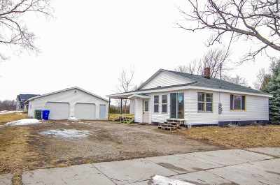 Kaukauna Single Family Home Active-No Offer: 2005 Peters